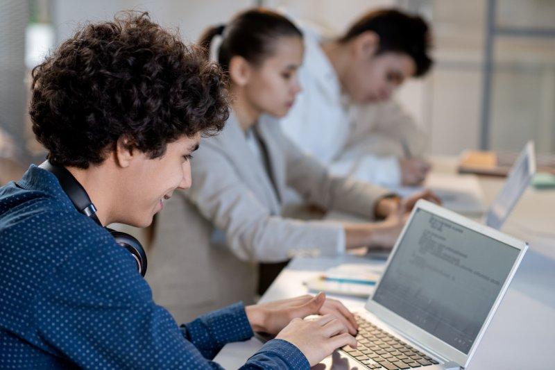 обучение в областта на приложното програмиране